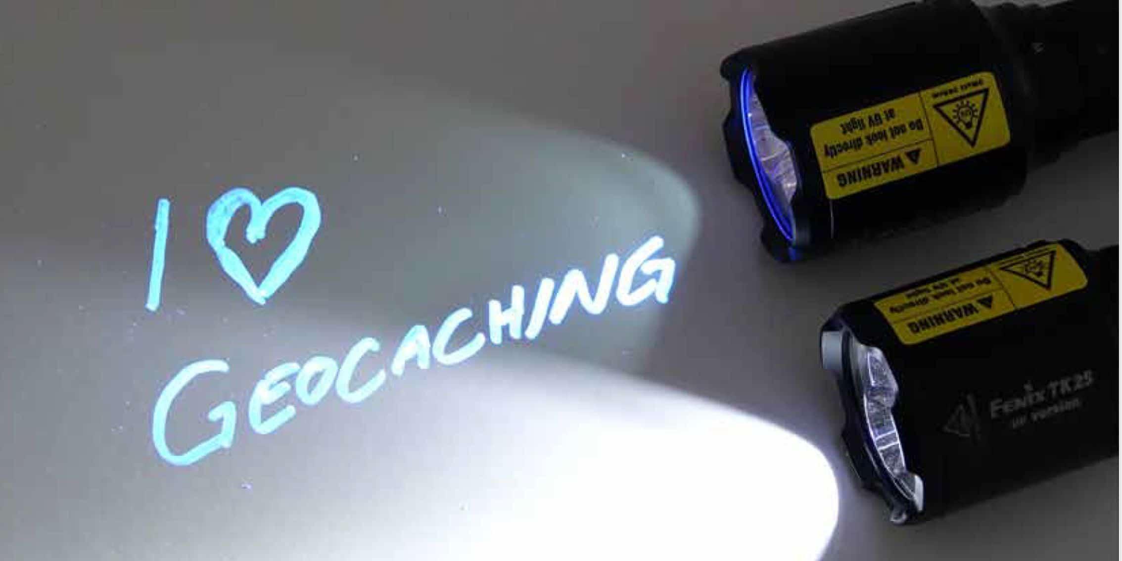 Die Taschenlampe mit Weiß- und UV-Licht