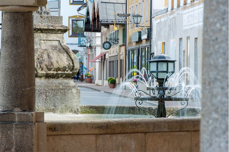 Brunnen im Ortskern von Prien.