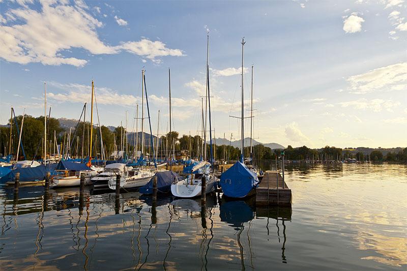 Boote im Hafen am Chiemsee